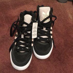Black/pink Adidas high tops sneakers